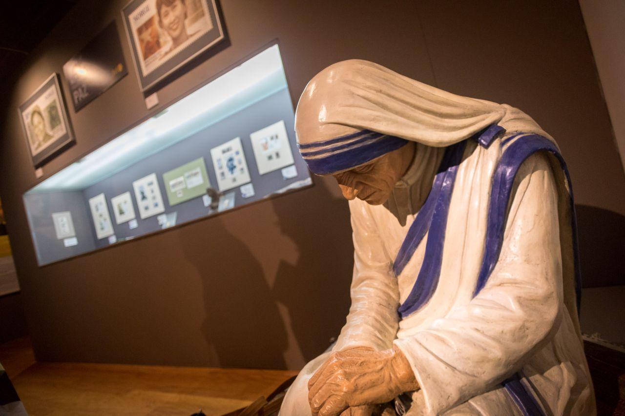 Figura de la Premio Nobel de la Paz Teresa de Calcuta.
