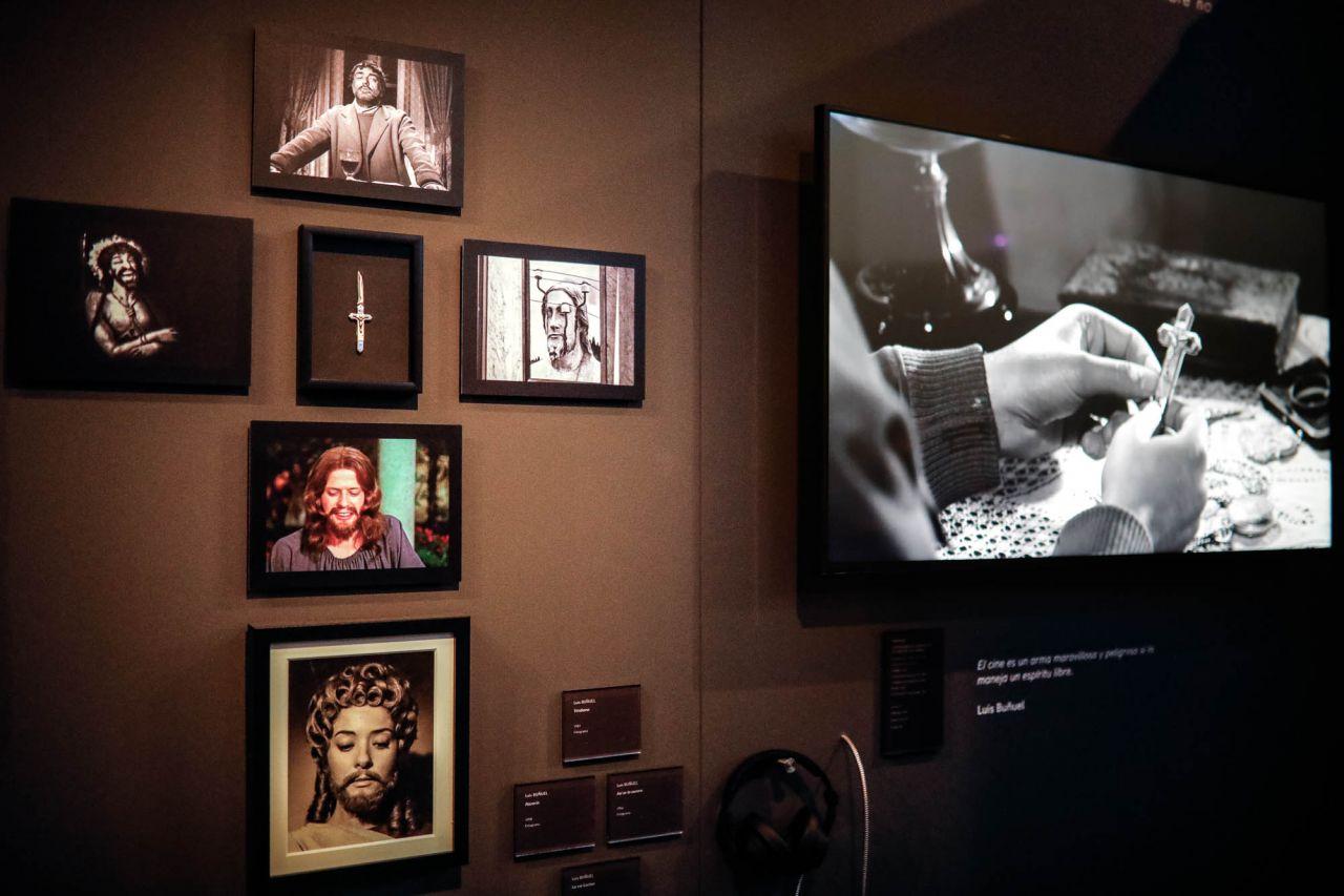 La muestra, comisariada por Amparo Martínez y José Ignacio Calvo, pone de manifiesto el enorme potencial creador de los dos aragoneses y analiza el espíritu crítico y curioso que les pemitió explporar posibilidades del arte para cuestionr la realidad de sus propios contextos históricos.