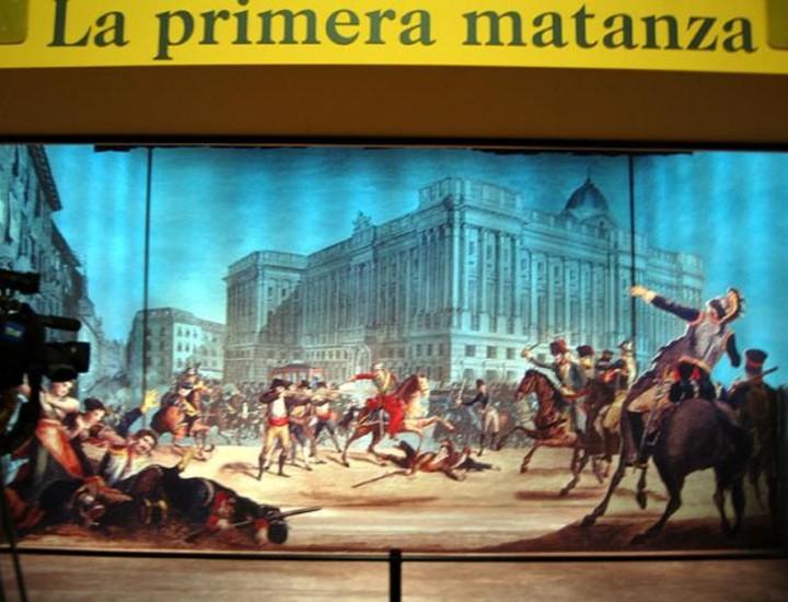 El Centro de exposiciones Arte Canal acoge la muestra 'Madrid, 2 de mayo 1808- 2008. Un pueblo, una nación', cuyo comisario es el escritor y miembro de la Real Academia Española, Arturo Pérez-Reverte. La exposición supone un viaje virtual en el tiempo a los acontecimientos acaecidos en 1808.