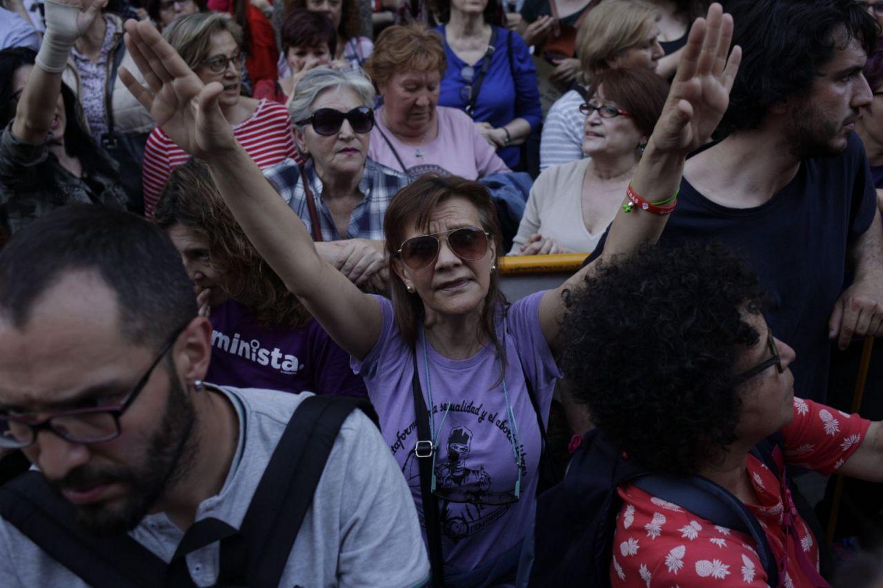 Cientos de personas se manifiestan en Madrid para mostrar su rechazo a la condena impuesta a los miembros de La Manada.