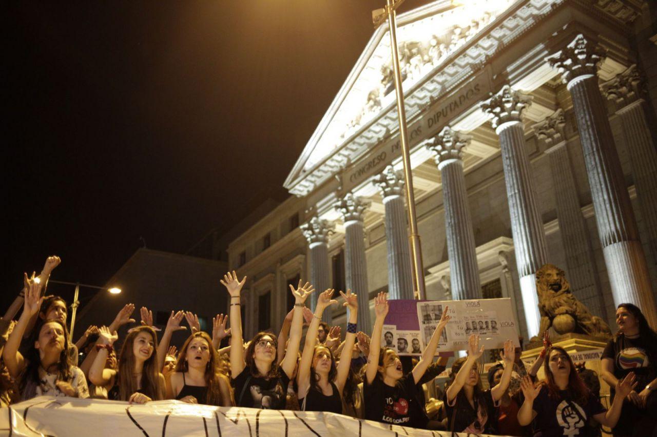 La manifestación ha comenzado en San Bernardo pero luego se ha trasladado al Congreso de los Diputados.