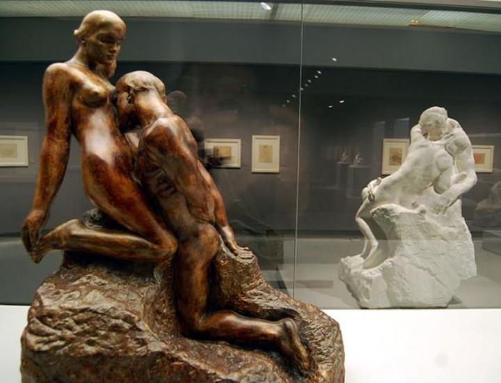 La exposición 'Rodin. El cuerpo desnudo' presenta por primera vez en Madrid las grandes esculturas de Auguste Rodin, en las que se incide en la relación del artista con la sensualidad del cuerpo desnudo.