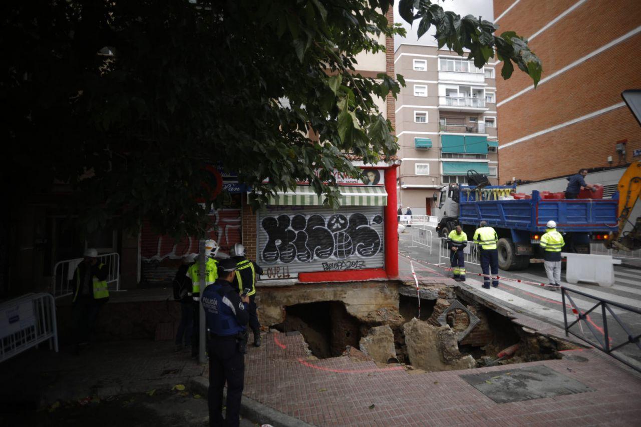 Socavón registrado el 2 de noviembre en la avenida Marqués de Corbera.