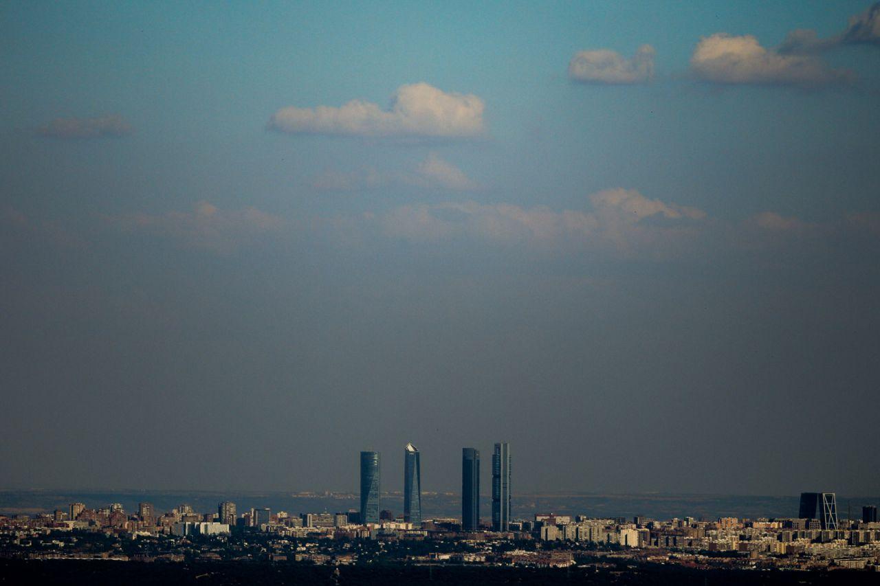 La entrada en vigor del nuevo protocolo anticontaminación para la ciudad de Madrid, con medidas más restrictivas, ha sido, sin duda, la gran noticia medioambiental de 2018, un año en el que también se ha planteado el problema del colapso de los vertederos de la región y en el que el Manzanares se convirtió en campo de batalla entre los ecologistas y los remeros... SEGUIR LEYENDO