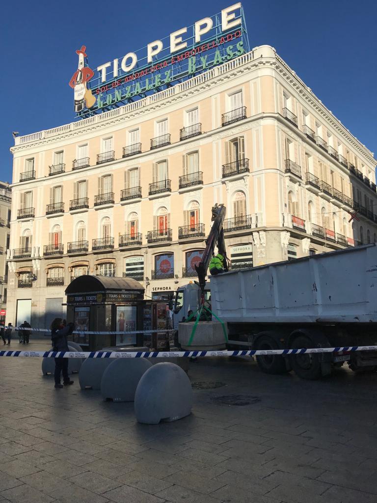 Nuevos bolardos en la Puerta del Sol.