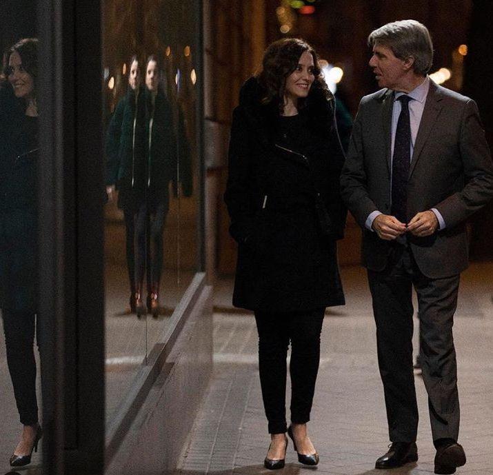 Isabel Díaz Ayuso, candidata del PP, junto a Ángel Garrido, presidente de la Comunidad.