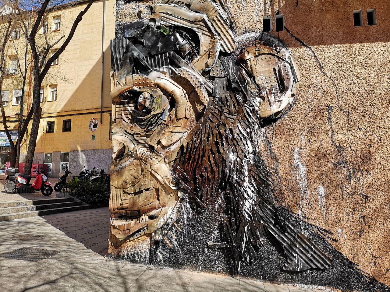 Pinturas de Okuda en la calle Embajadores.