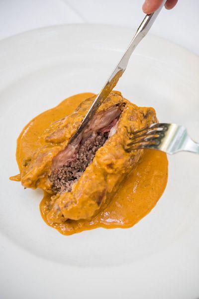 Manita de cerdo rellena de carne y trufa negra de Soria