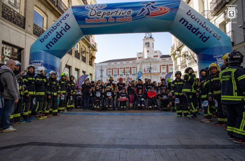 La carrera ha dado comienzo a las 9.30, con un recorrido de 10 kilómetros desde la Puerta del Sol hasta el Paseo de Recoletos.
