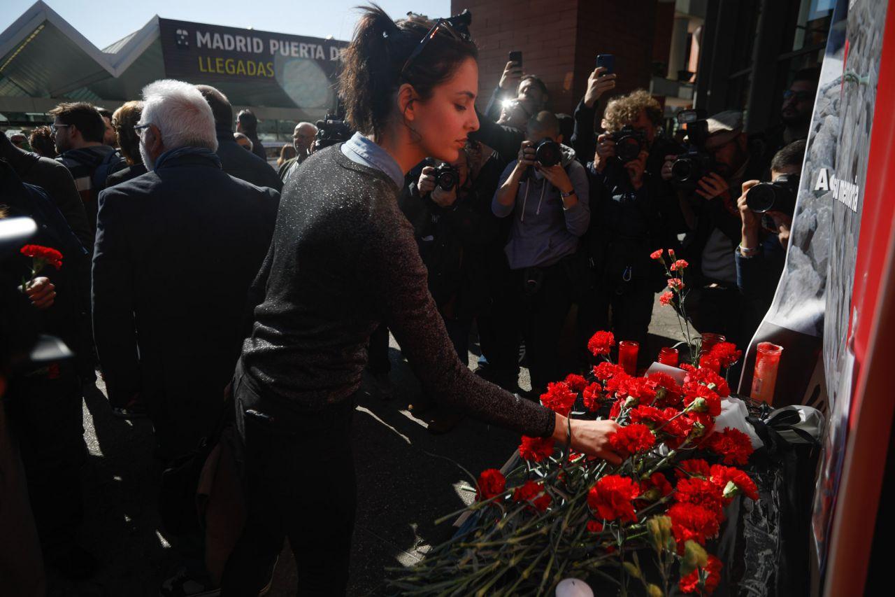 Rita Maestre ha asistido a la ofrenda floral en la estación de Atocha por las víctimas de los atentados del 11M.