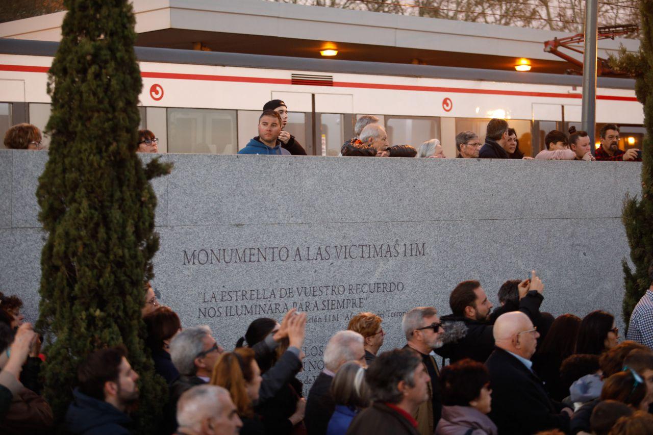 Acto en homenaje a las víctimas de los atentados del 11M en la estación de El Pozo en Vallecas.