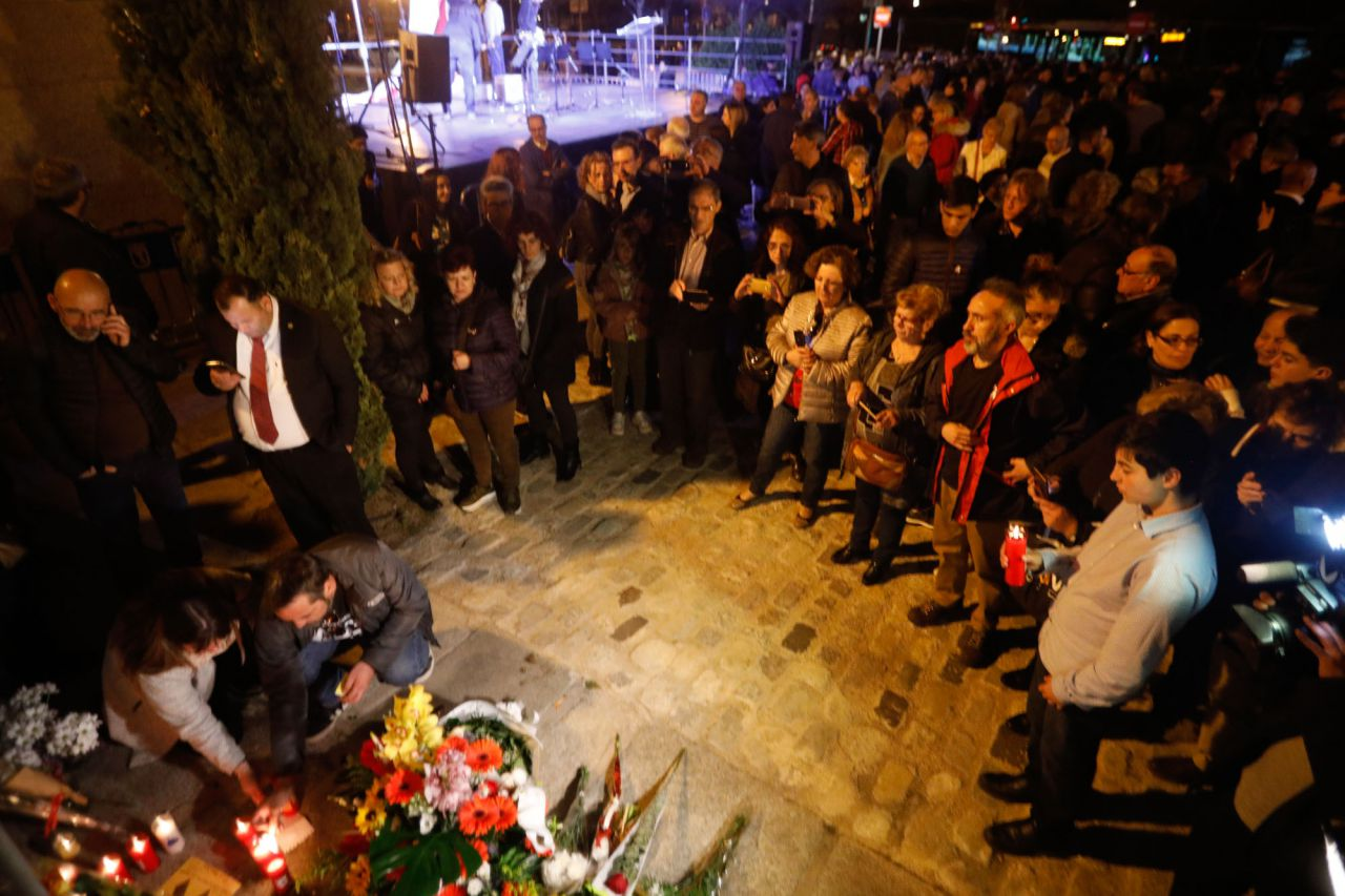 El ministro del interior, Fernando Grande-Marlaska, el presidente de la Comunidad de Madrid, Angel Garrido, el segundo teniente de alcalde de Madrid, Nacho Murgui, y el delegado del gobierno, Rodríguez Uribes, han participado en el acto homenajea a las víctimas de los atentados del 11M en la estación de El Pozo.