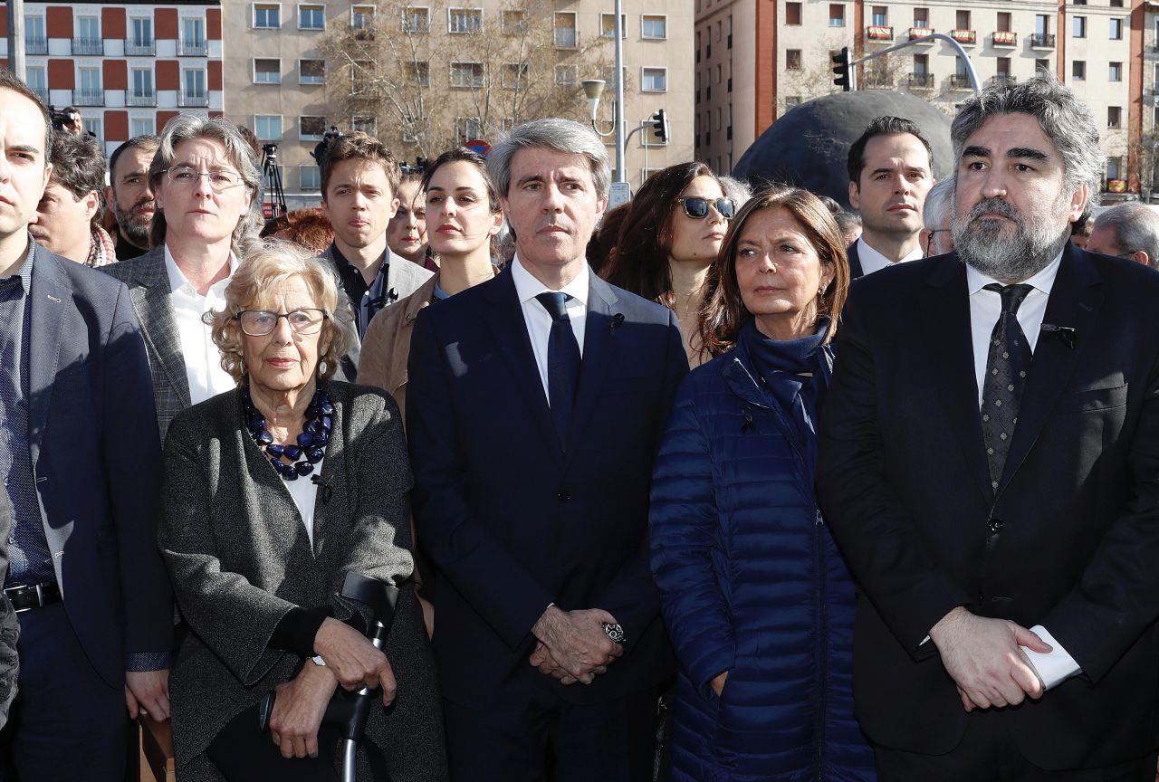 El presidente de la Comunidad de Madrid, Ángel Garrido, junto a la alcaldesa de Madrid, Manuela Carmena, la presidenta de la Asamblea de Madrid, Paloma Adrados; y  el delegado del Gobierno, José Manuel Rodríguez Uribe en el acto In Memoriam por las víctimas del 11-M en Atocha.