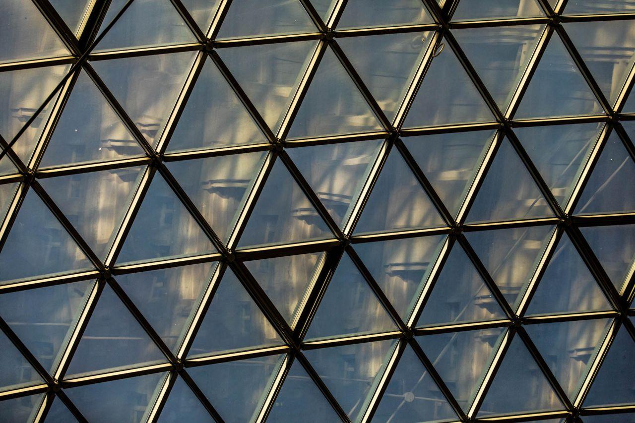 La bóveda acristalada de la Galería de Cristal está formada por 3.000 cristales triangulares.