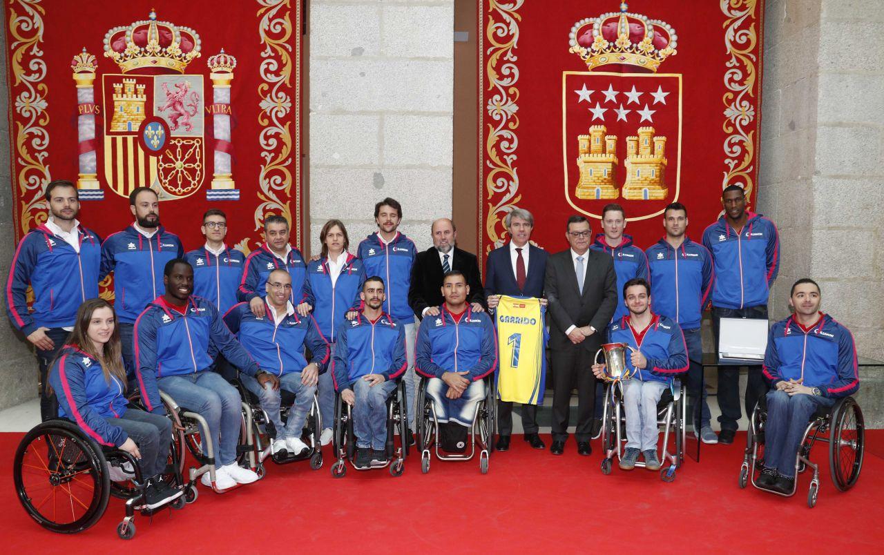 El presidente regional, Ángel Garrido, recibe al CD ILUNION,  campeón de la Copa del Rey de Baloncesto en Silla de Ruedas.