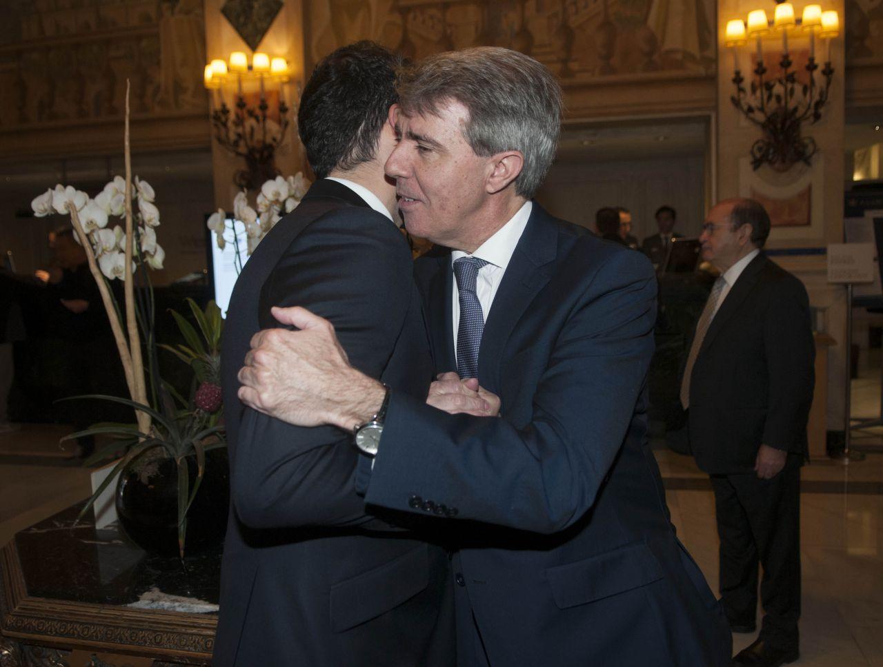 Albert Rivera, Ignacio Aguado y Ángel Garrido, en el desayuno informativo en que el expresidente de la Comunidad de Madrid estrenó su carné de Ciudadanos.