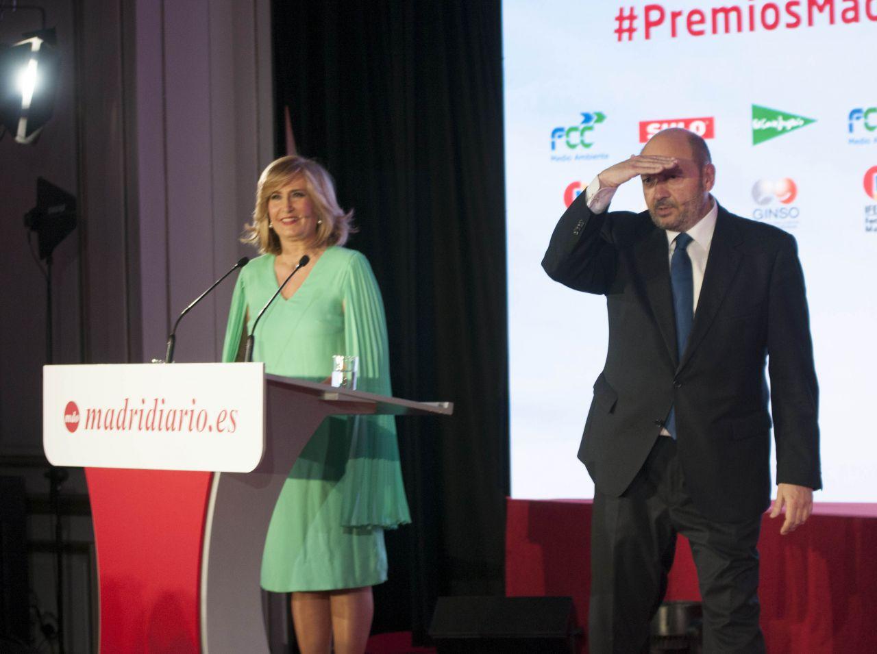 La periodista Nieves Herrero y el presidente del Grupo Madridiario fueron, un año más, los conductores de la gala, marcada inevitablemente por la resaca electoral del 28-A.