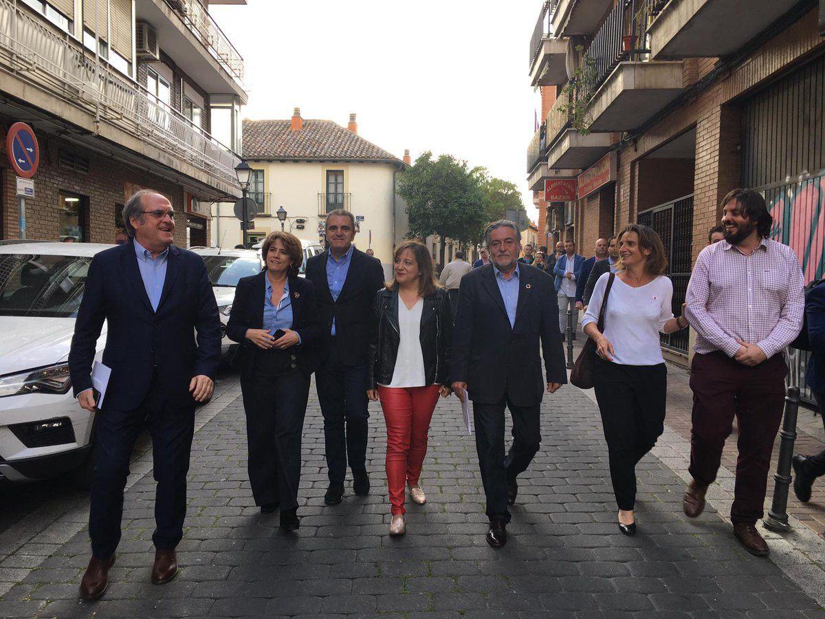 Los candidatos del PSOE Ángel Gabilondo y Pepu Hernández junto a José Manuel Franco en el acto de inicio de campaña en Vicálvaro.