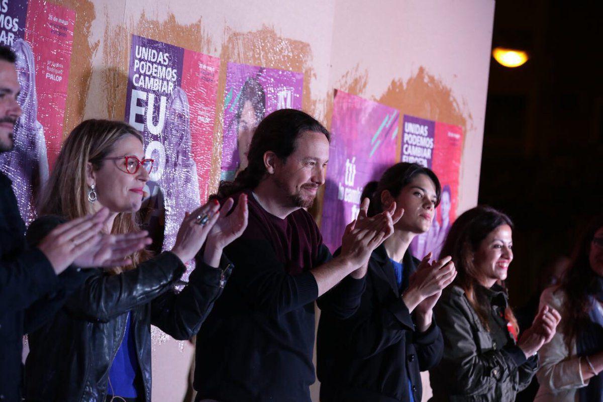 En la pegada han intervenido Pablo Iglesias, Alberto Garzón, Isa Serra, Gema Gil, Sol Sánchez, María Eugenia Rodríguez Palop y Sira Rego