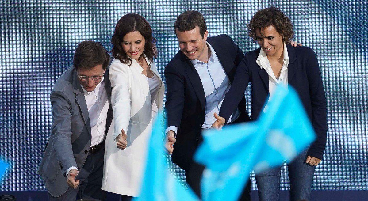 Los candidatos del PP a las elecciones municipales, regionales y autonómicas junto al líder del partido, Pablo Casado.