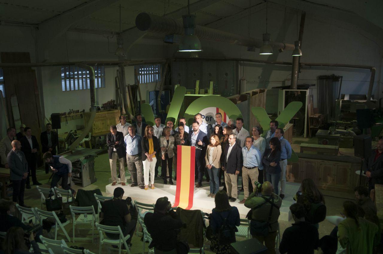 Presentación 'sorpresa' de la campaña de Vox en una nave industrial.