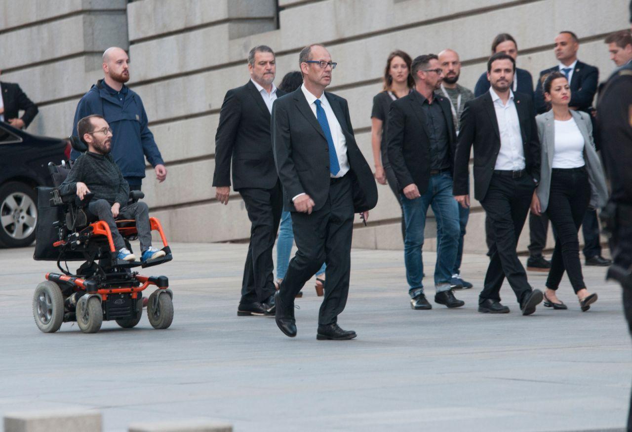 El secretario de Organización de Podemos, Pablo Echenique, y el Coordinador Federal de IU, Alberto Garzón.