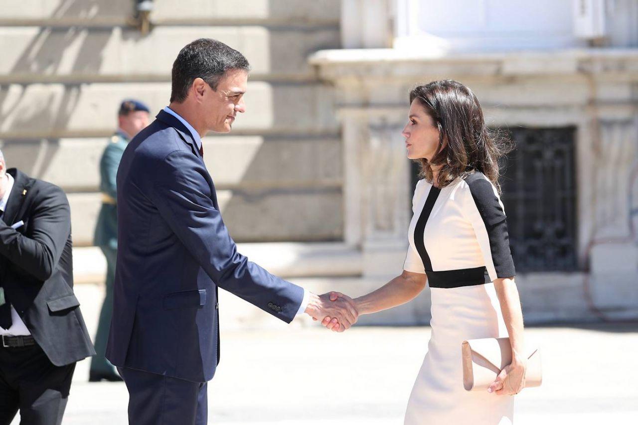 Su Majestad la Reina recibe el saludo del presidente del Gobierno en funciones, Pedro Sánchez Pérez-Castejón