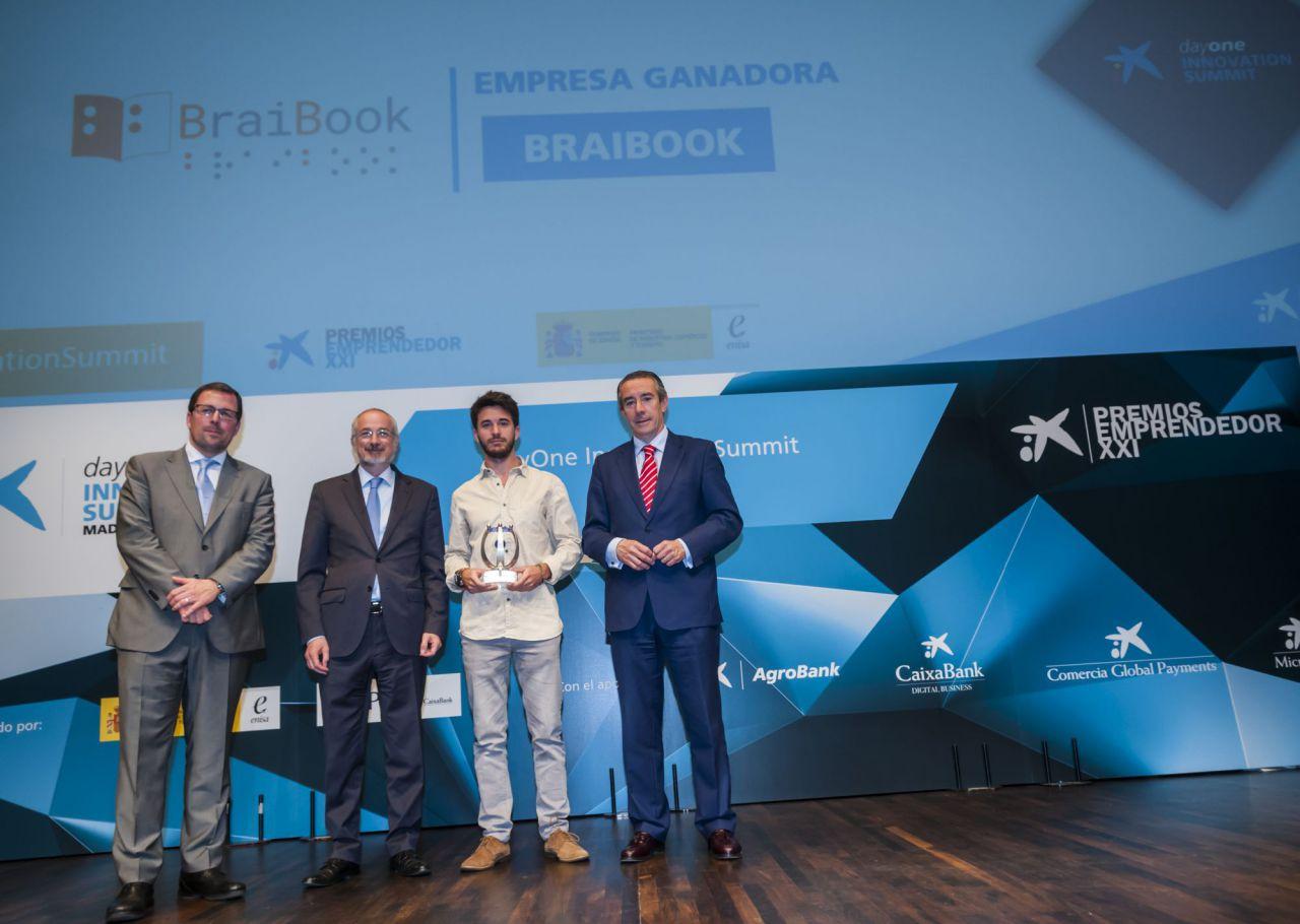 BraiBook, que ha creado un conversor de documentos al braille de manera instantánea, ha conseguido el accésit a la innovación, que ha otorgado la Embajada de Israel en España y entregado el embajador Daniel Kutner.