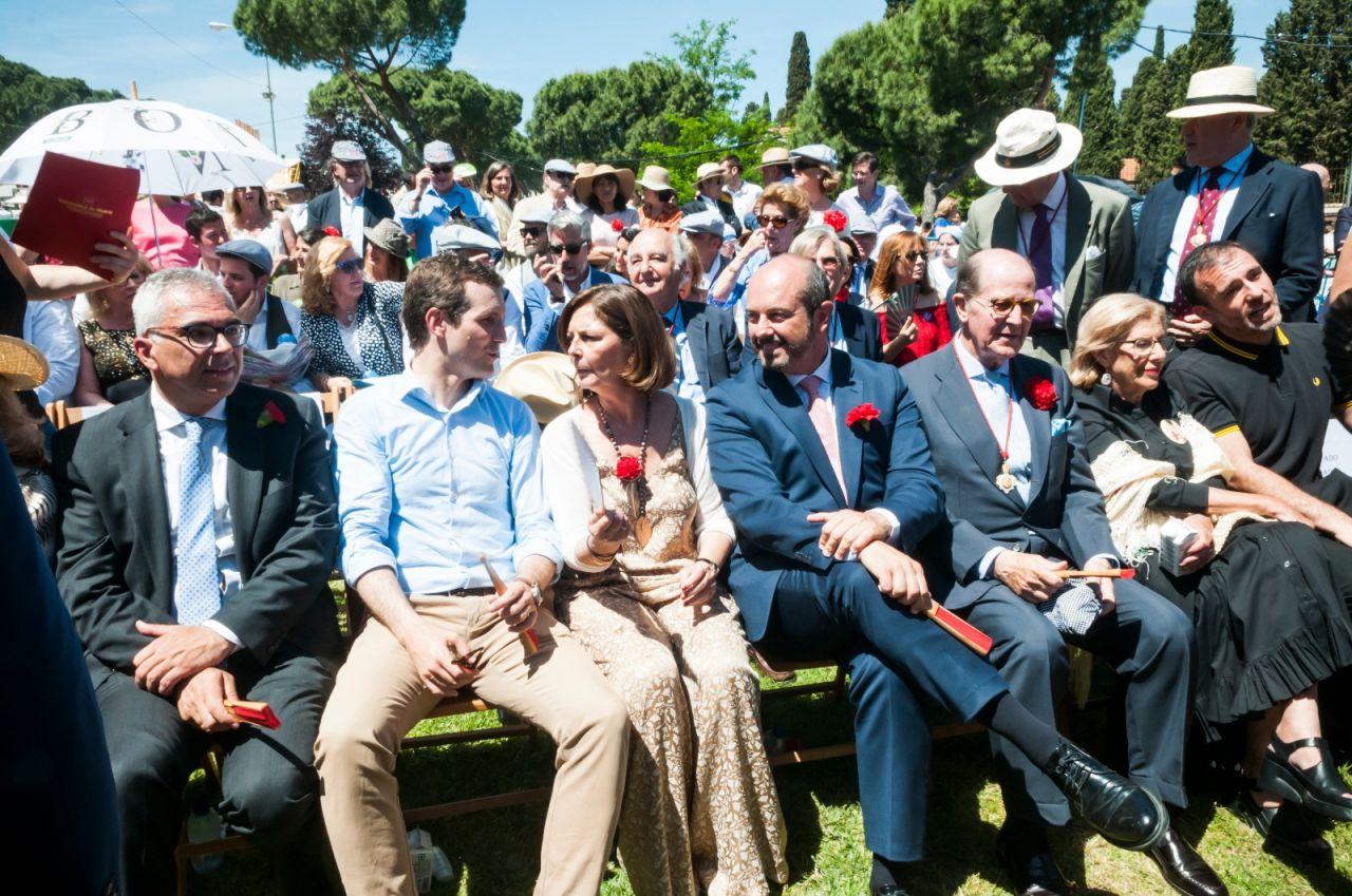 Los políticos en la pradera de San Isidro.