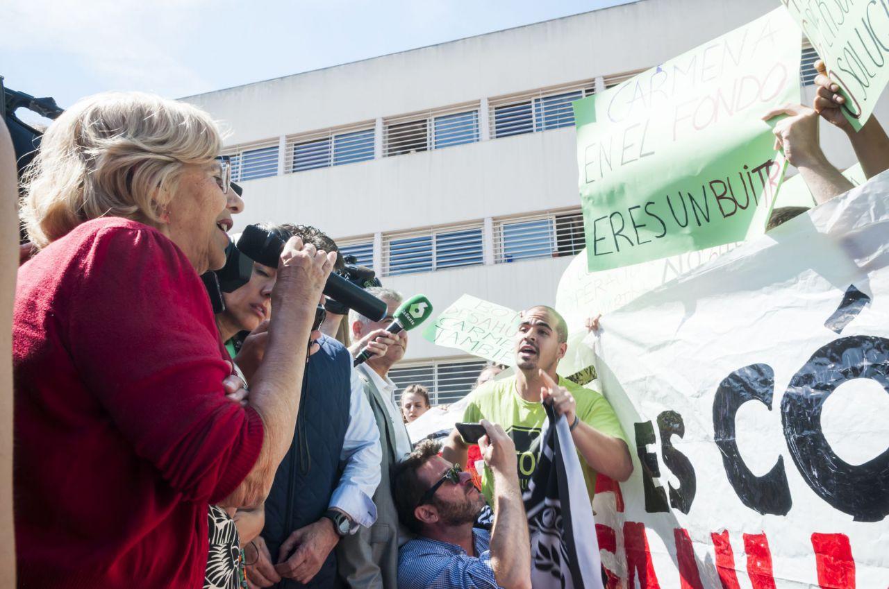 La alcaldesa ha emplazado a los activistas a una reunión.