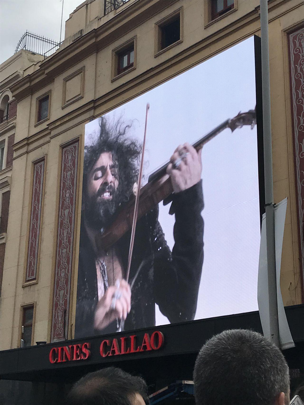 Un genio de la música que se deja la piel en cada concierto, también en este original formato.