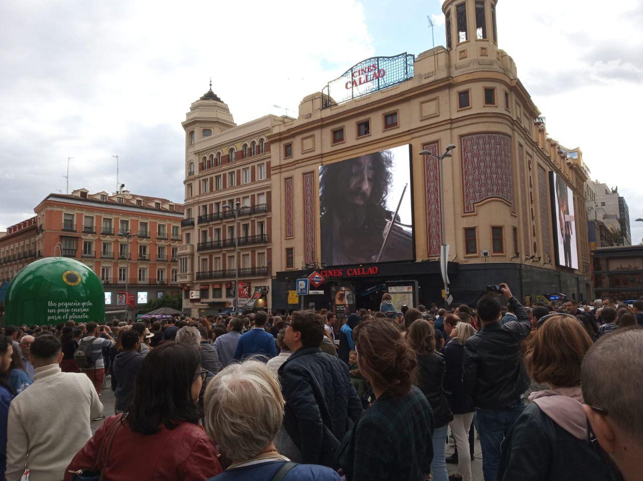 Las pantallas del cine Callao han servido de 'ventanas' a esta experiencia musical inmersiva.