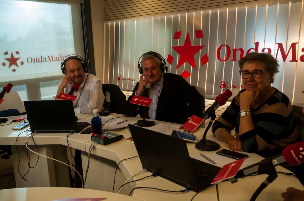 El equipo de Onda Madrid, junto al presidente editor de Madridiario, Constantino Mediavilla, han seguido y comentado el debate desde los estudios de Telemadrid.