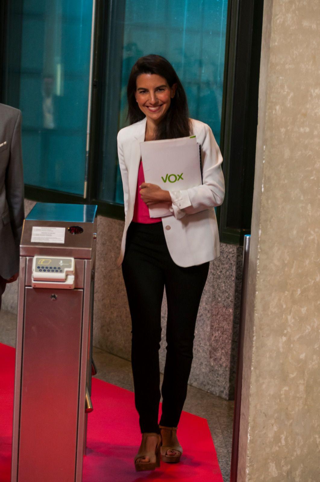 Rocío Monasterio (Vox) llega a la sede de la cadena pública madrileña