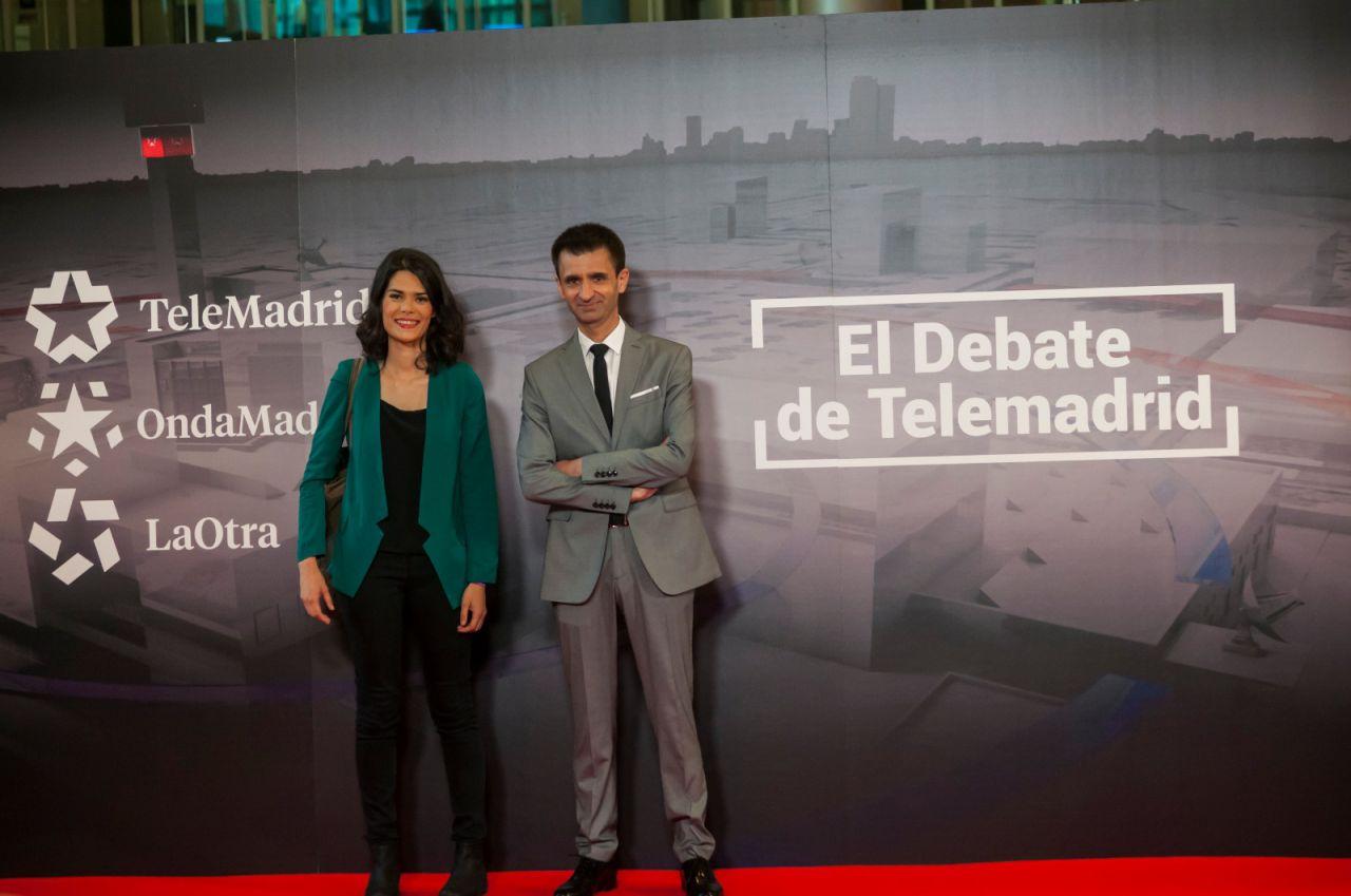 Isa Serra (Podemos) y José Pablo López, director de la cadena pública madrileña.