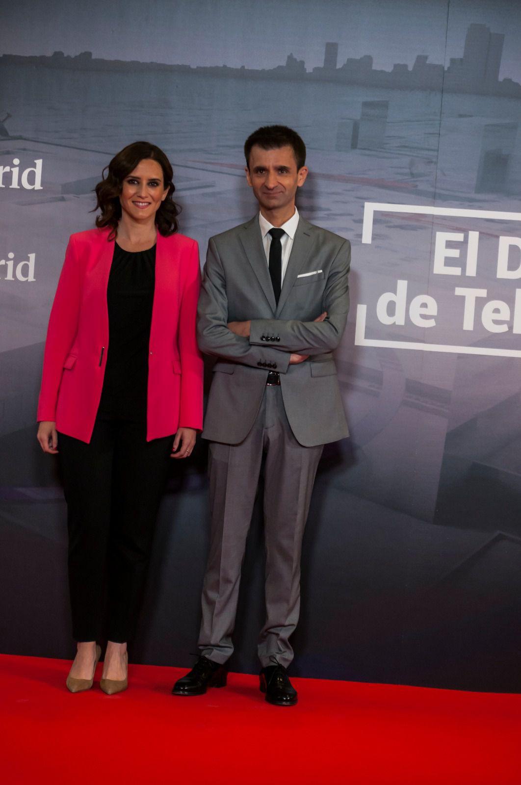 Isabel Díaz Ayuso, candidata del PP, junto a José Pablo López, director de Telemadrid.