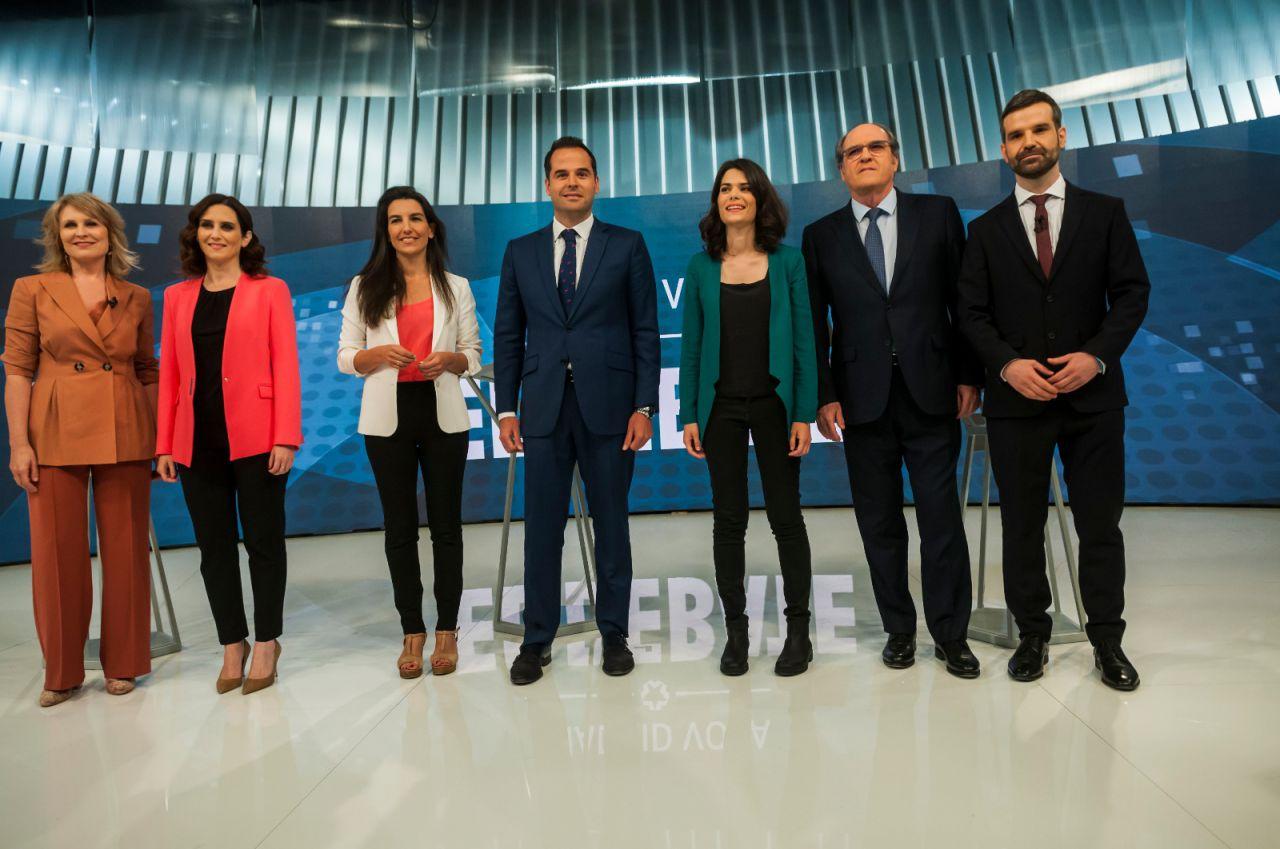 Los candidatos posan antes del arranque del debate