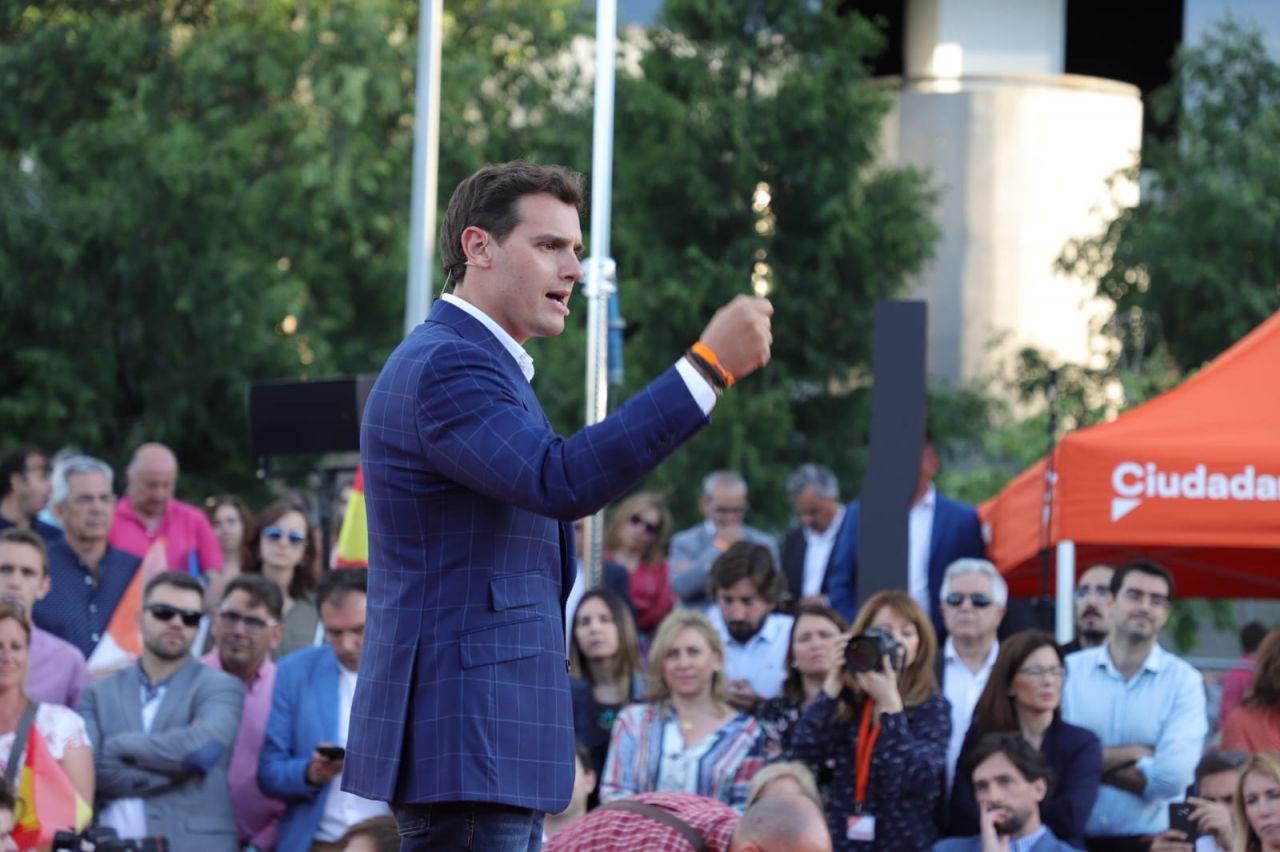 El líder del partido, Albert Rivera, ha respaldado a ambos candidatos a las instituciones madrileñas, llamando a la movilización, porque considera que están a