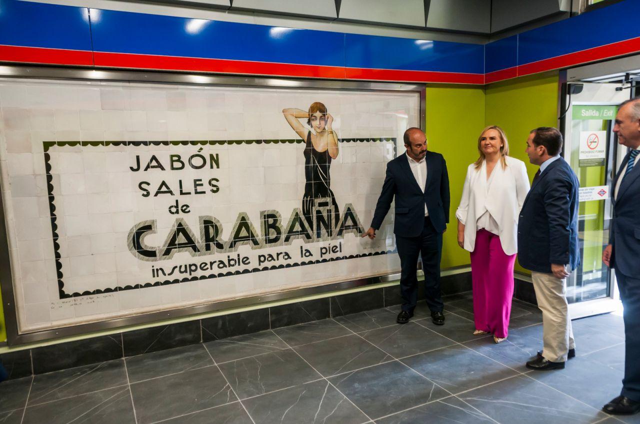 La reforma de la estación de Metro de Sevilla ha permitido la recuperación de un mural publicitario de los años 20