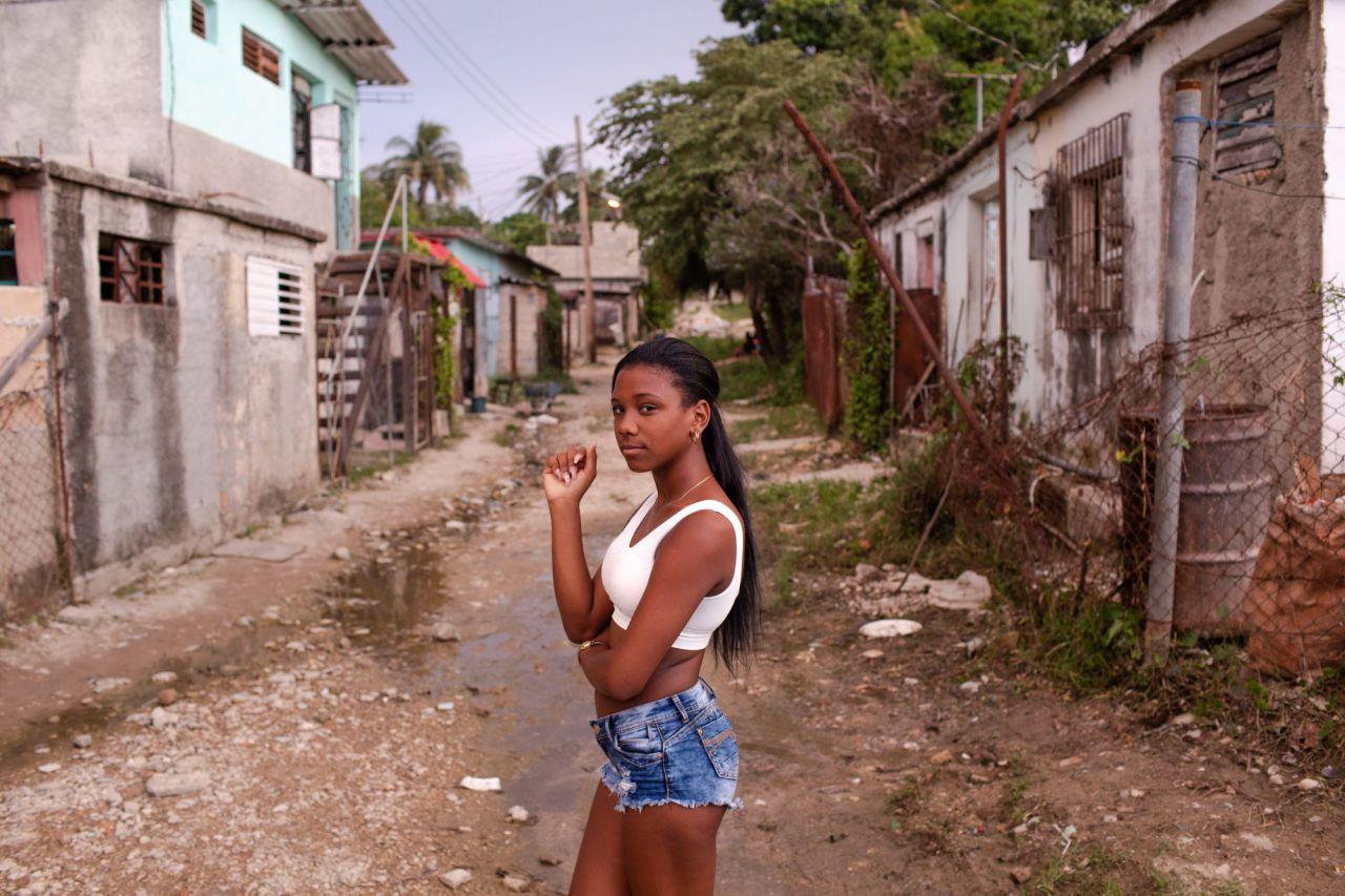 La fotógrafa Diana Markosian ha documentado la llegada a la adolescencia de esta tradición específica de género, celebrada en la cultura latina.