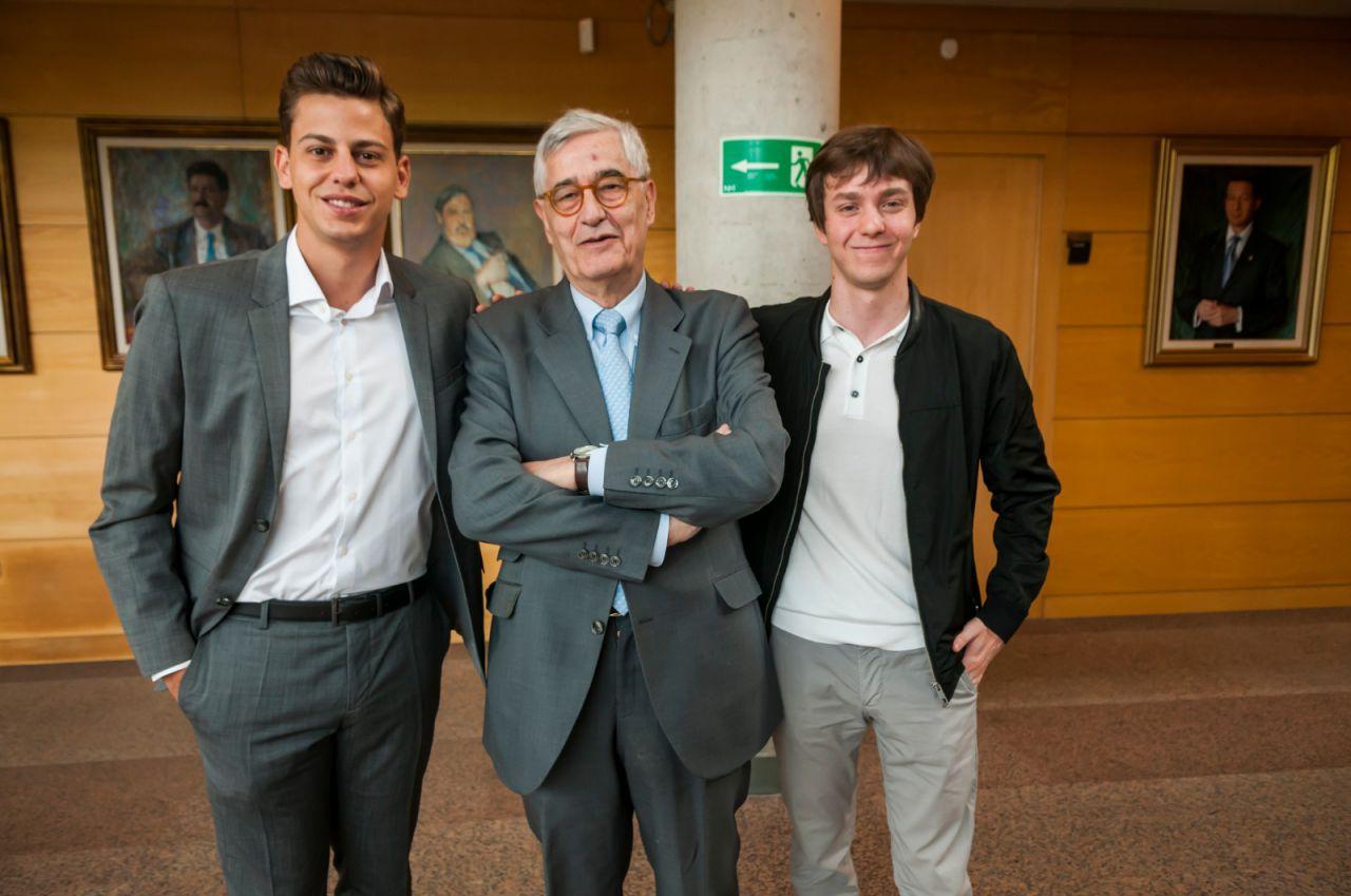 Juan Miguel Hernández de León (PSOE) ha presidido la Mesa de Edad junto a Eduardo Fernández Rubiño (Más Madrid) y Javier Guardiola (PSOE), que actuarán como secretarios.