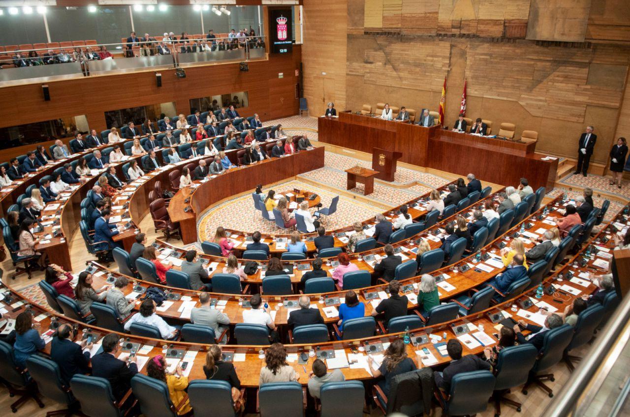 Un total de 132 diputados componen la Asamblea: 61 mujeres y 71 hombres.