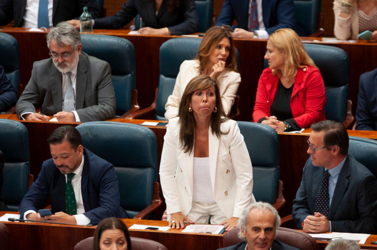 Alicia Sánchez Camacho acata la Constitución en el pleno de investidura de la Asamblea de Madrid.