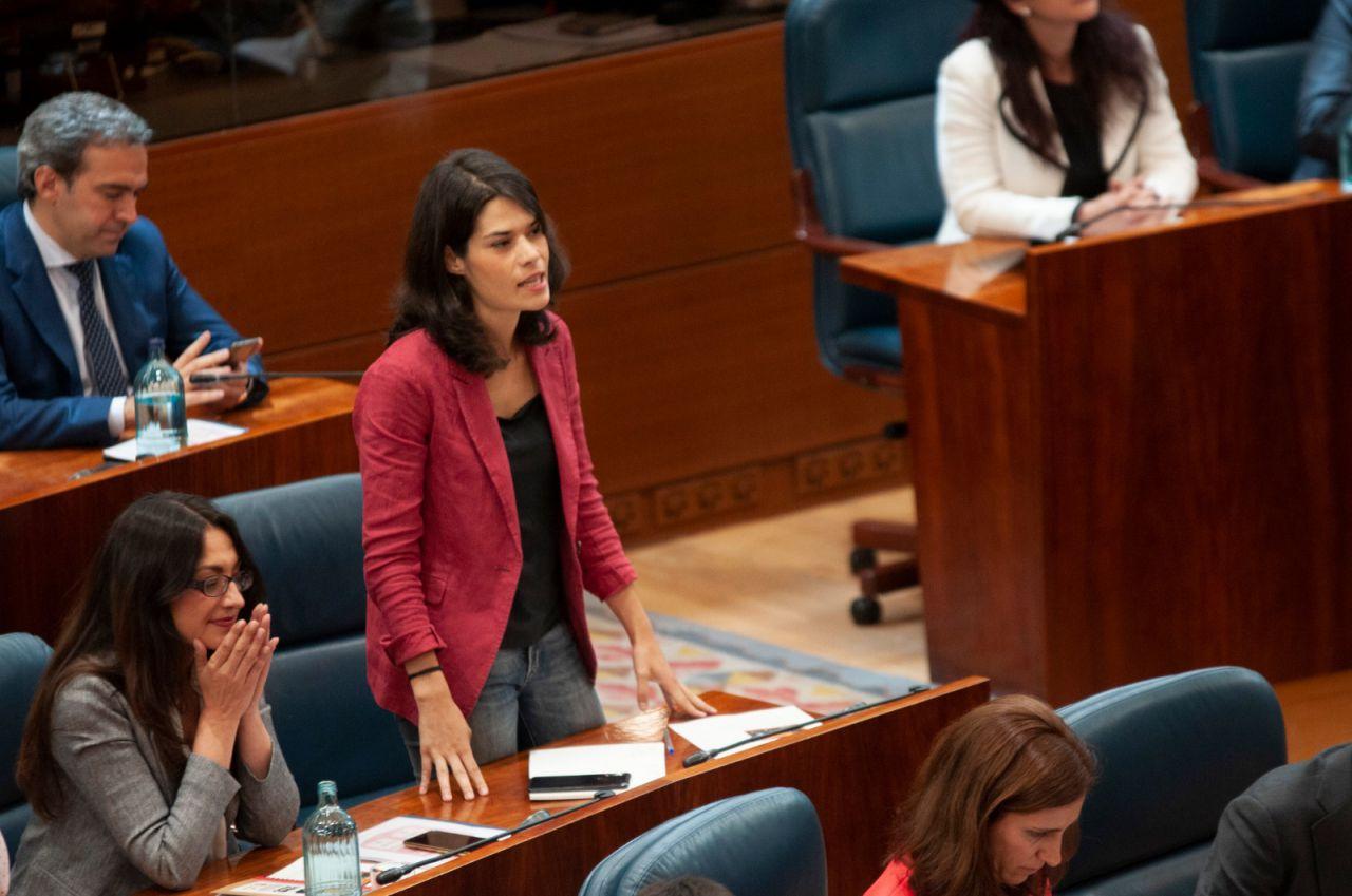 Isa Serra acata la Constitución en la Asamblea de Madrid