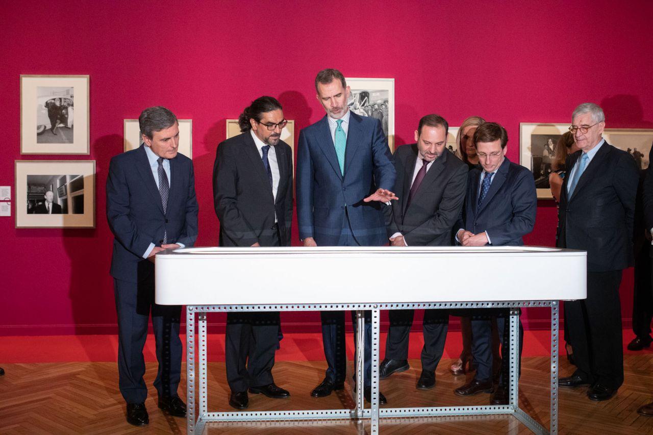 Al acto, también han asistido el ministro de Fomento en funciones, José Luis Ábalos, el alcalde de Madrid, José Luis Martínez-Almeida, y la consejera de Transportes e Infraestructuras de la Comunidad de Madrid, Rosalía Gonzalo.