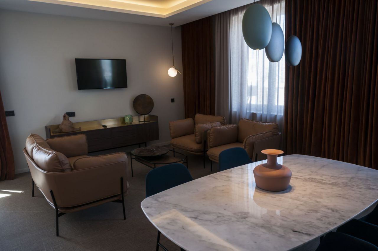 Imágenes de una de las suites del Hotel Riu Plaza de España.