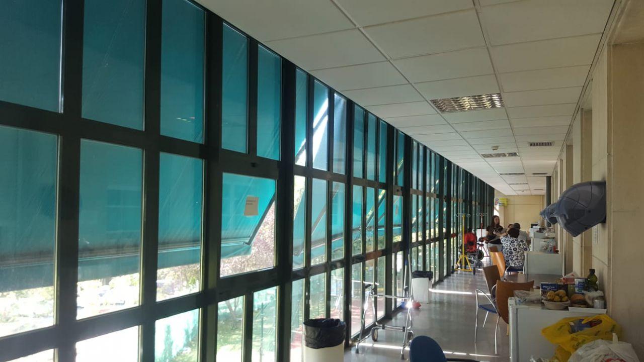 Zona de terraza para que los familiares de niños hospitalizados en oncología puedan salir