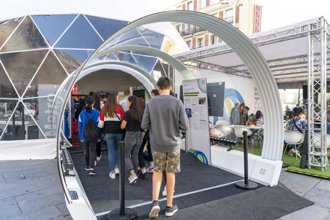 Fotos del Túnel de la Innovación situado en Callao del 1 al 6 de octubre para acercar la ingeniería de caminos a la ciudadanía.