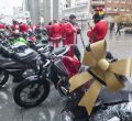 Papá Noel deja el trineo para ir en moto