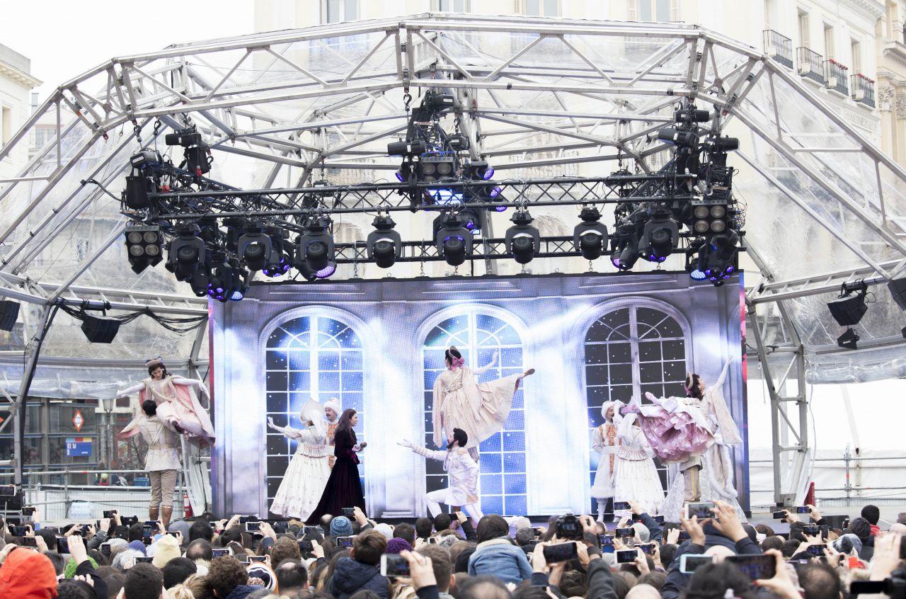 La Puerta del Sol acoge Madrid es Musical, que ha ofrecido una muestra de los grandes musicales que están en cartel en la capital.